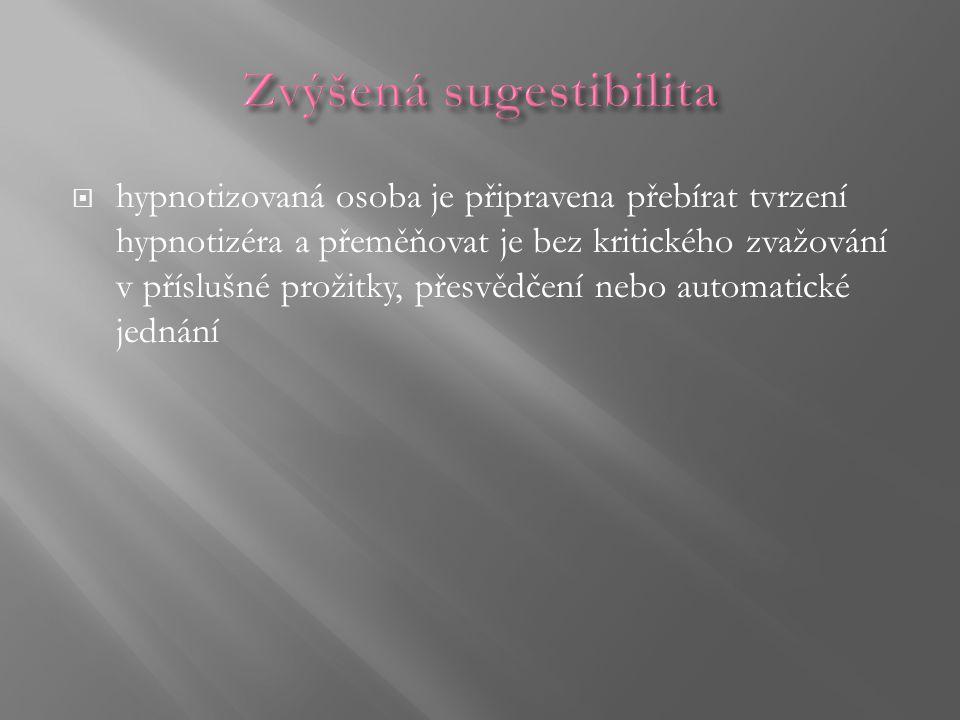 hypnotizovaná osoba je připravena přebírat tvrzení hypnotizéra a přeměňovat je bez kritického zvažování v příslušné prožitky, přesvědčení nebo autom
