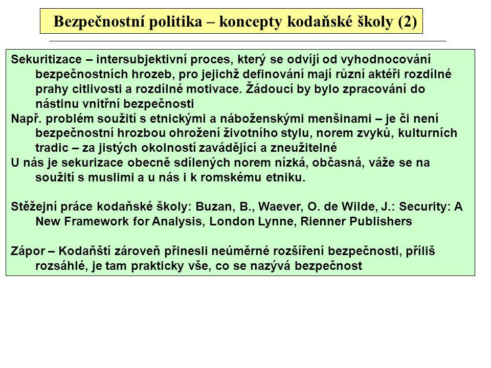 Bezpečnostní politika – koncepty kodaňské školy (2) Sekuritizace – intersubjektivní proces, který se odvíjí od vyhodnocování bezpečnostních hrozeb, pr