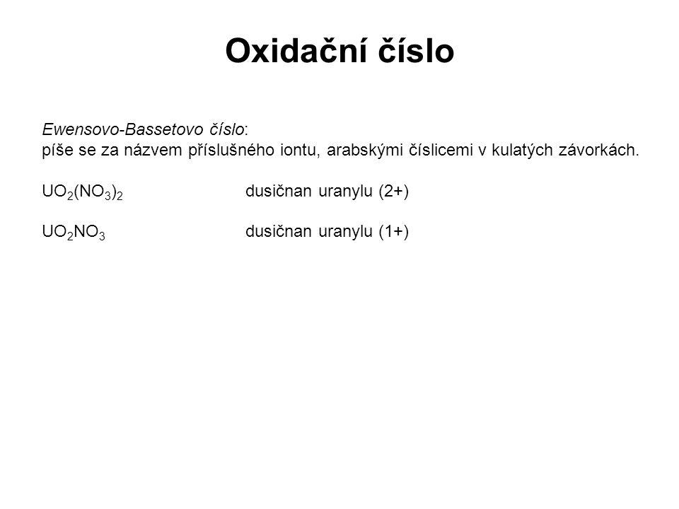 Ewensovo-Bassetovo číslo: píše se za názvem příslušného iontu, arabskými číslicemi v kulatých závorkách. UO 2 (NO 3 ) 2 dusičnan uranylu (2+) UO 2 NO