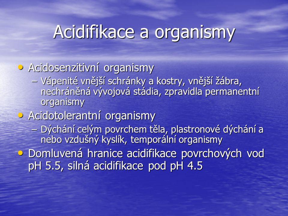 Acidifikace a organismy Acidosenzitivní organismy Acidosenzitivní organismy –Vápenité vnější schránky a kostry, vnější žábra, nechráněná vývojová stád