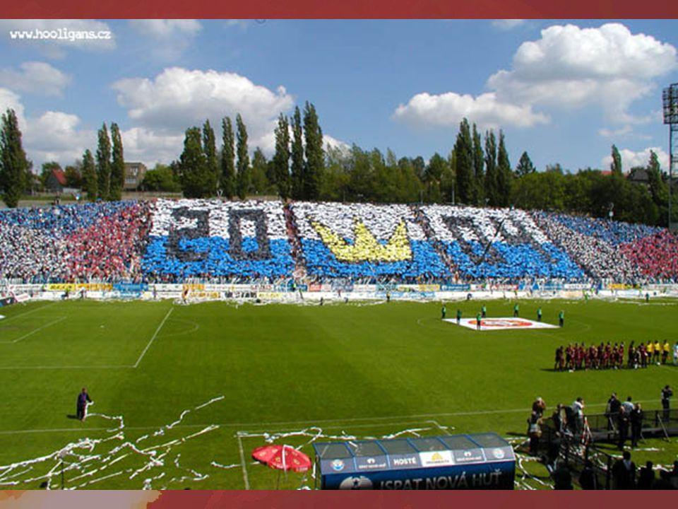 Ultras organizují fanouškovské choreografie během zápasu vybírají peníze přes internet – vychází to pod 5 Kč na sedadlo