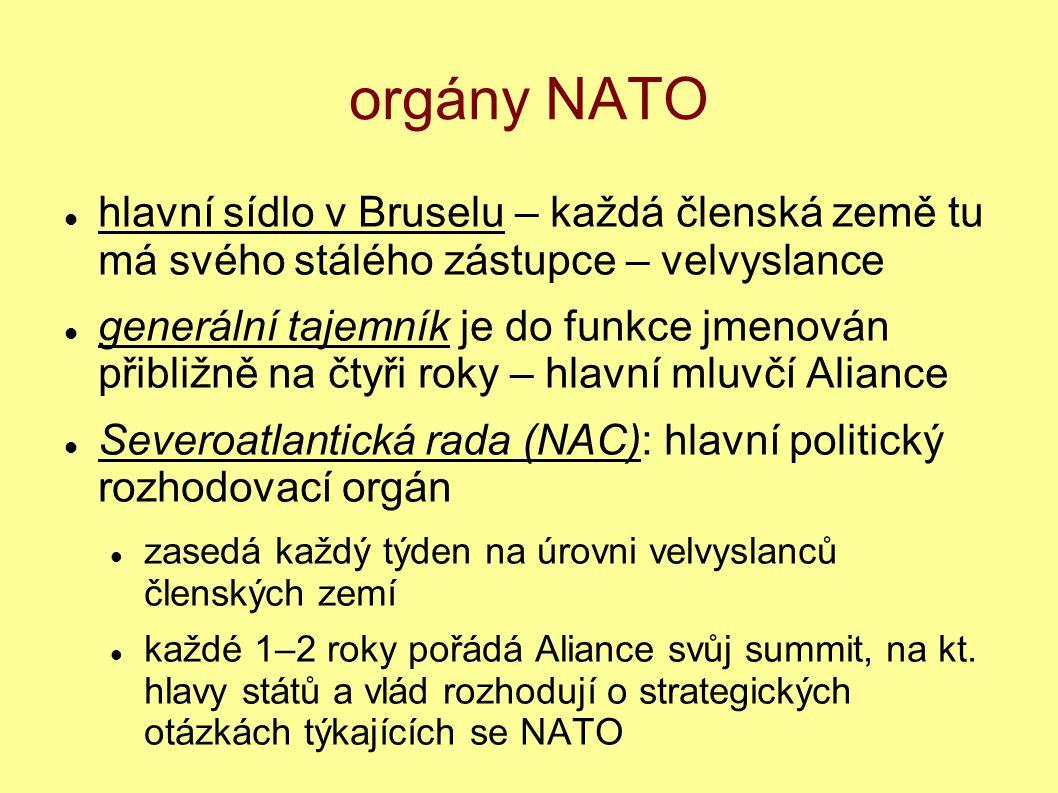 orgány NATO hlavní sídlo v Bruselu – každá členská země tu má svého stálého zástupce – velvyslance generální tajemník je do funkce jmenován přibližně