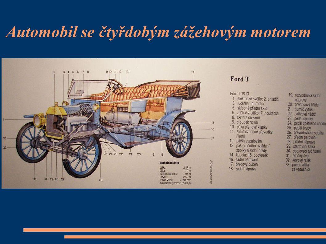 Automobil se čtyřdobým zážehovým motorem