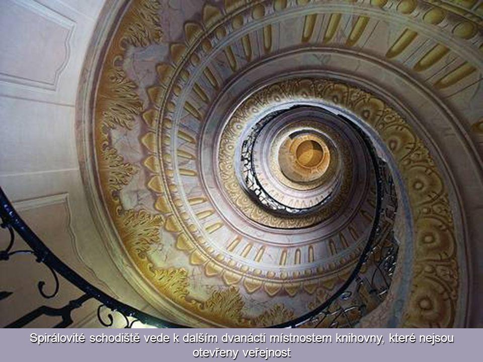 Hlavní místnost se může pochlubit 16 000 svazky a nádhernou stropní freskou od Paula Trogera