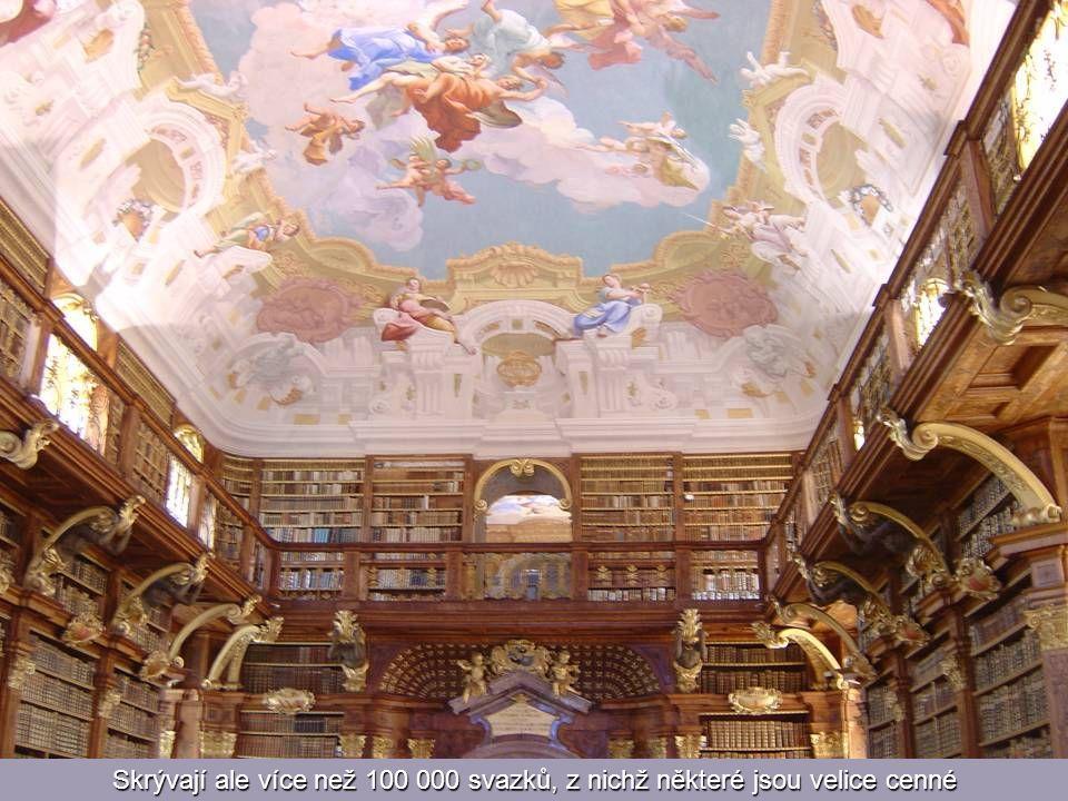 Spirálovité schodiště vede k dalším dvanácti místnostem knihovny, které nejsou otevřeny veřejnost
