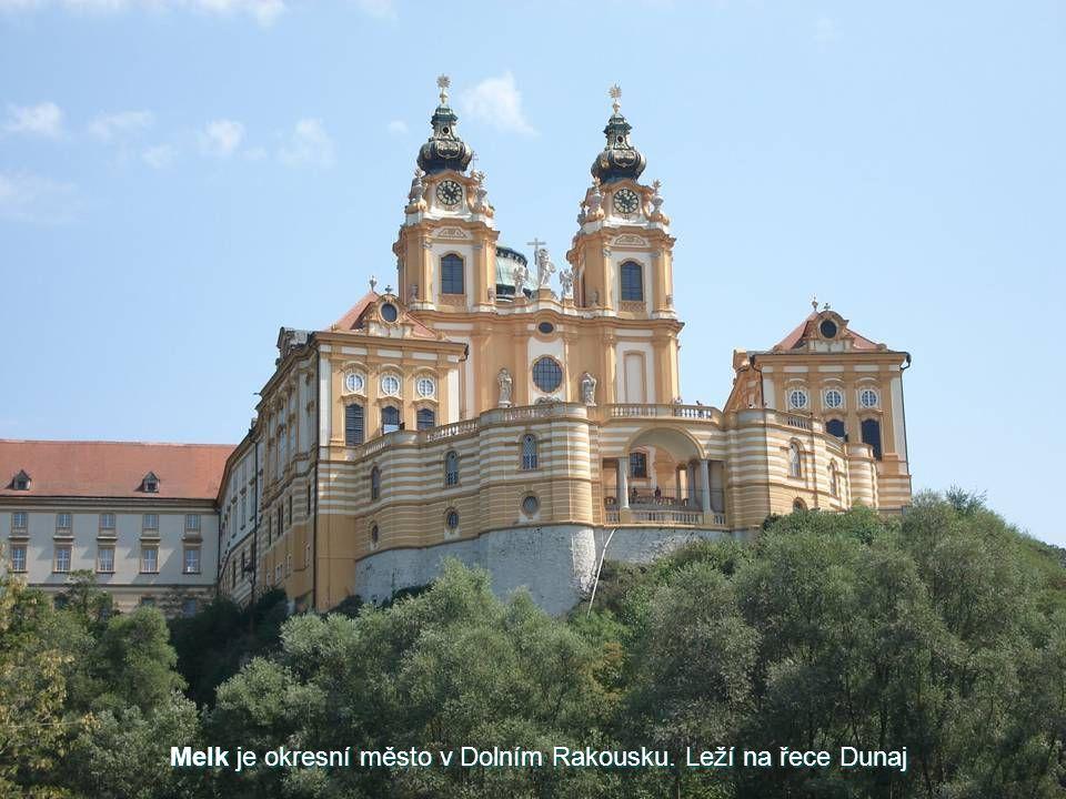 Melk Jedním ze zajímavých míst v okolí Vídně je malé městečko Melk, jehož dominantou je stejnojmenný klášter. Opatství Melk se nachází asi 70 km západ