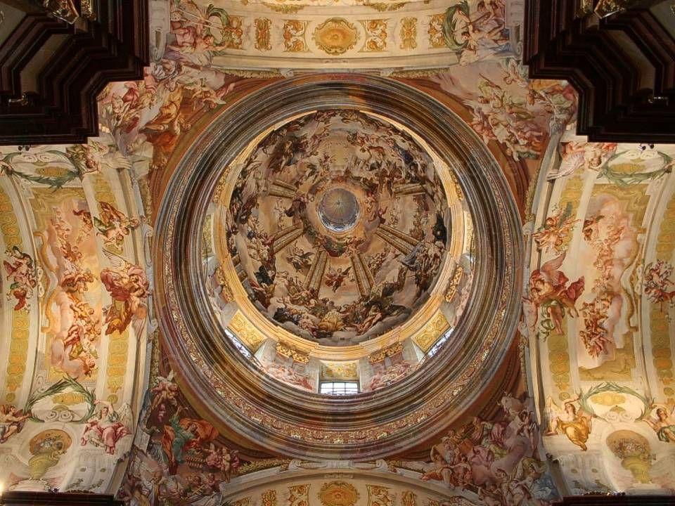 Sochařskou výzdobu prováděli Lorenzo Mattielli a Peter Widerin