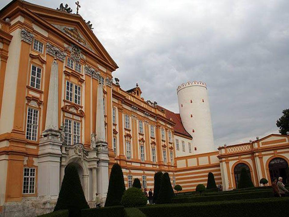 Obejít klášter se vším, co k němu patří, je procházka na celé odpoledne