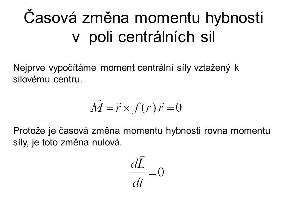 Časová změna momentu hybnosti v poli centrálních sil Nejprve vypočítáme moment centrální síly vztažený k silovému centru. Protože je časová změna mome