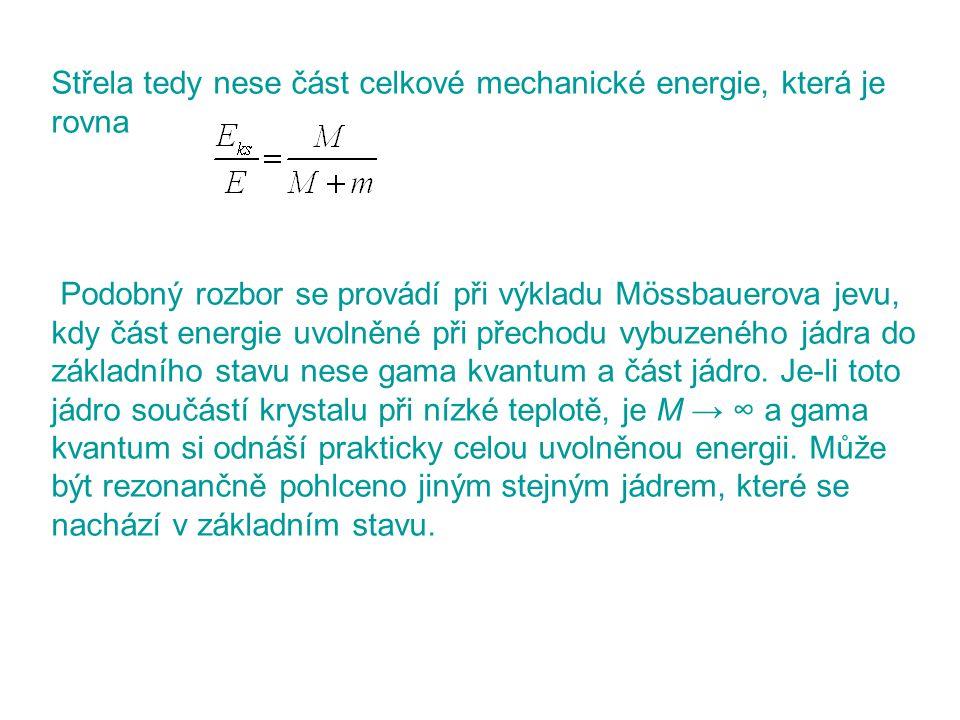 Střela tedy nese část celkové mechanické energie, která je rovna Podobný rozbor se provádí při výkladu Mössbauerova jevu, kdy část energie uvolněné př