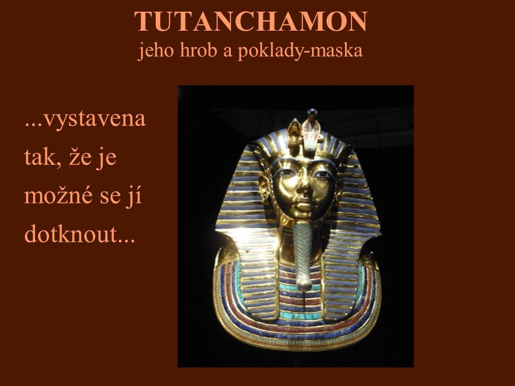 TUTANCHAMON jeho hrob a poklady-maska...vystavena tak, že je možné se jí dotknout...
