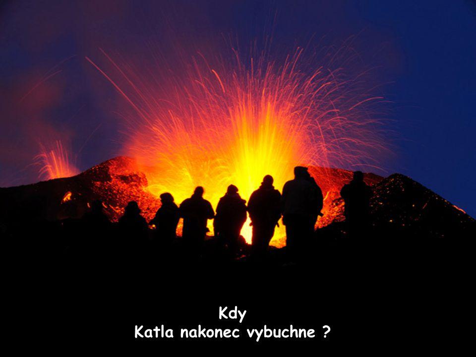 Mýrdalsjökull Umístění Katla ve vztahu k Eyjafjallajökull Eyjafjallajökull Katla volcano (buried beneath glacier) Sopka Katla je mnohem více aktivní a