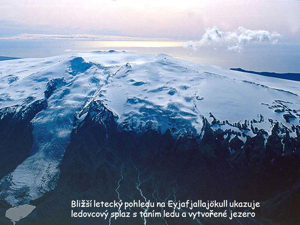 Pod tlustou vrstvou ledu Eyjafjallajökullu je aktivní sopka, která není z normálního satelitního snímkování viditelná Islandské hory mají vždy čepice