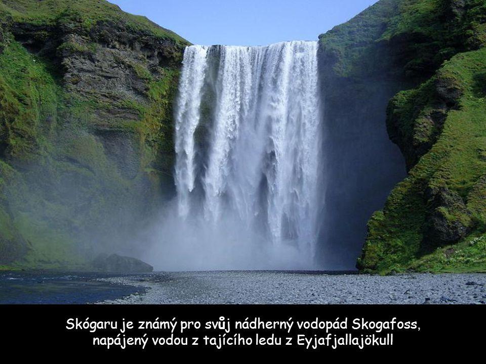 Tato vesnička se nazývá Skógaru. Leží jižně od Eyjafjallajökull a má celkem 25 obyvatel