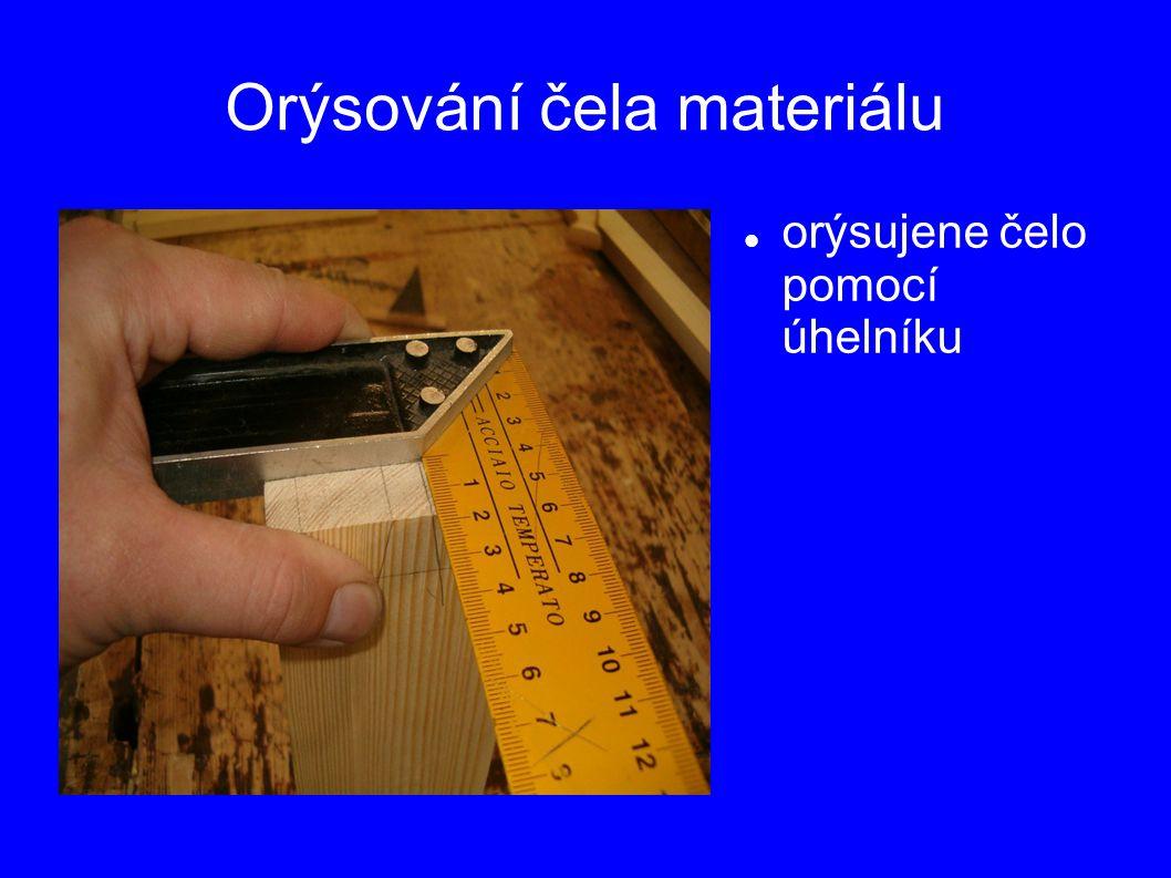 Orýsování čela materiálu orýsujene čelo pomocí úhelníku