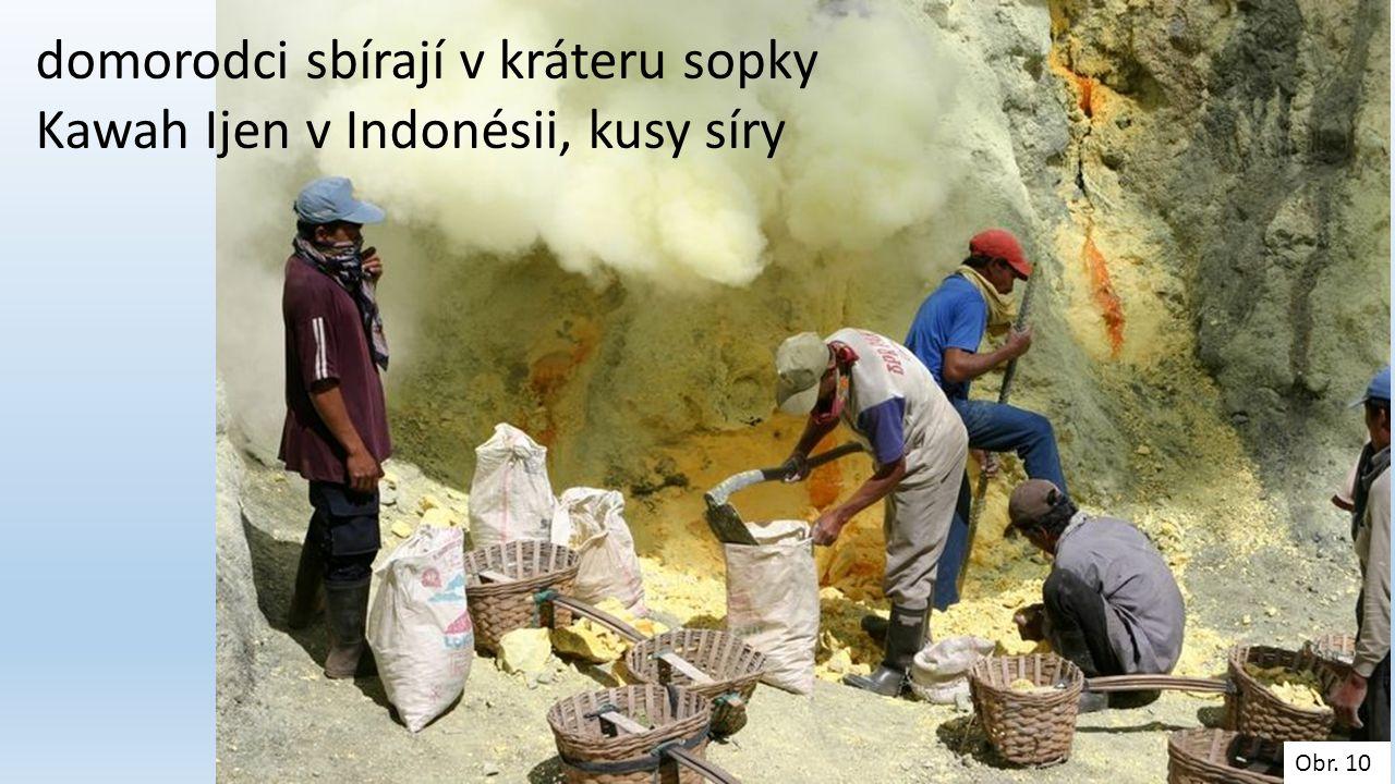 Obr. 10 domorodci sbírají v kráteru sopky Kawah Ijen v Indonésii, kusy síry