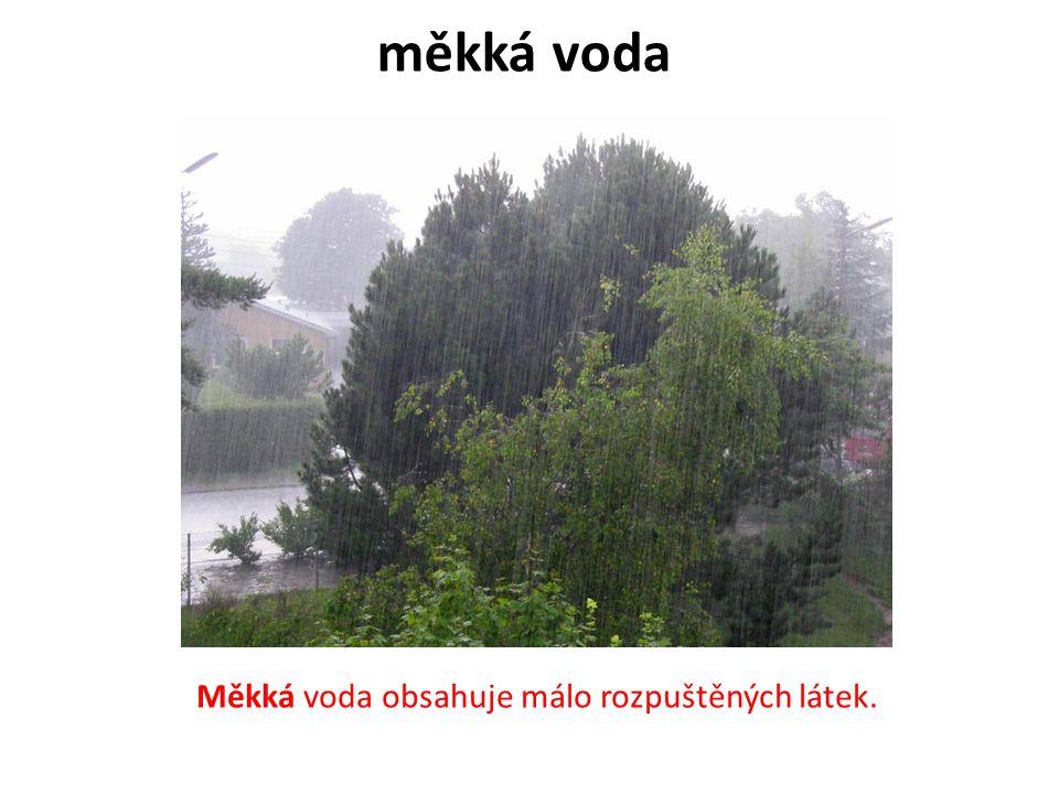 měkká voda B Měkká voda obsahuje málo rozpuštěných látek.