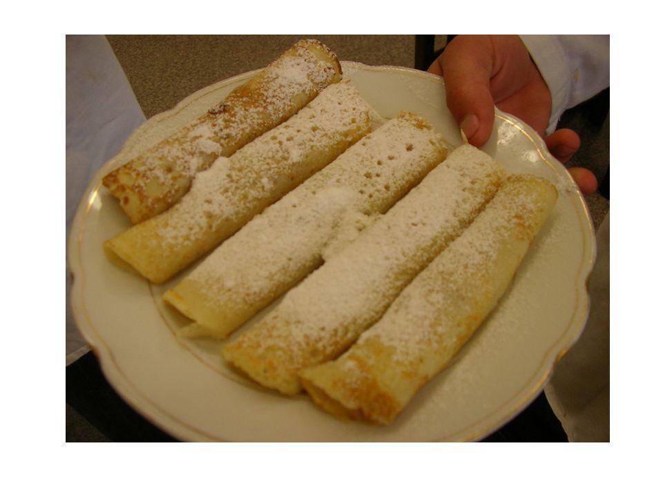 Palačinky a omelety Základní těsto se skládá z vajec, soli, mléka a polohrubé mouky.