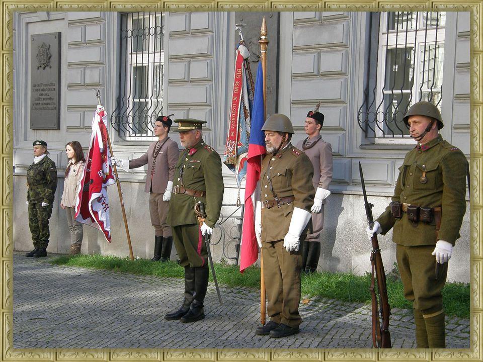 Veliký znak republiky Československé skládá se ze štítu předního a zadního.