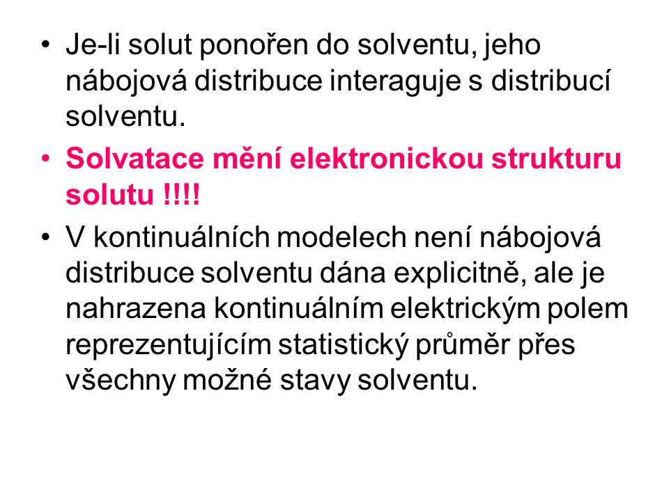 Je-li solut ponořen do solventu, jeho nábojová distribuce interaguje s distribucí solventu. Solvatace mění elektronickou strukturu solutu !!!! V konti