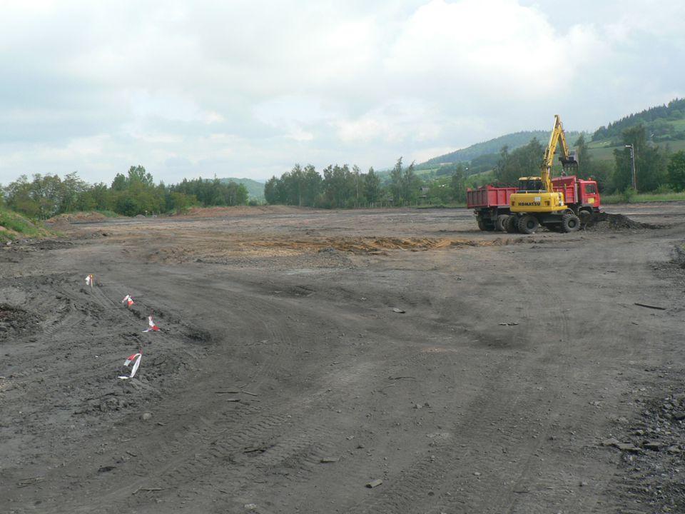 """19 """" Noworudzki Park Przemysłowy – I etap realizacji projekt współfinansowany przez Unię Europejską ze środków Europejskiego Funduszu Rozwoju Regionalnego Projektowanie i budowa odcinka nowej drogi wewnętrznej z sieciami infrastruktury w strefie NPP1, przygotowanie terenu pod inwestycje oraz wyburzenia budynków w strefie NPP1-3 ."""