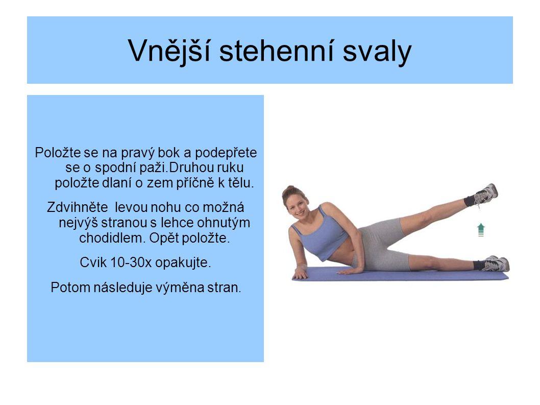 Vnější stehenní svaly Položte se na pravý bok a podepřete se o spodní paži.Druhou ruku položte dlaní o zem příčně k tělu.