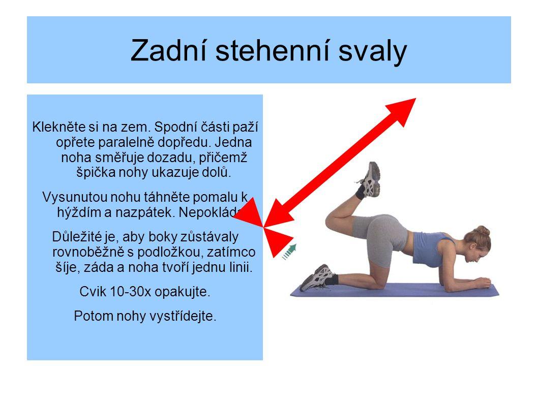 Zadní stehenní svaly Klekněte si na zem.Spodní části paží opřete paralelně dopředu.