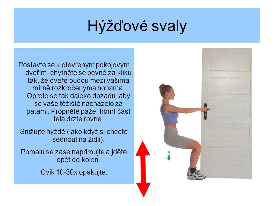 Hýžďové svaly Postavte se k otevřeným pokojovým dveřím, chytněte se pevně za kliku tak, že dveře budou mezi vašima mírně rozkročenýma nohama.