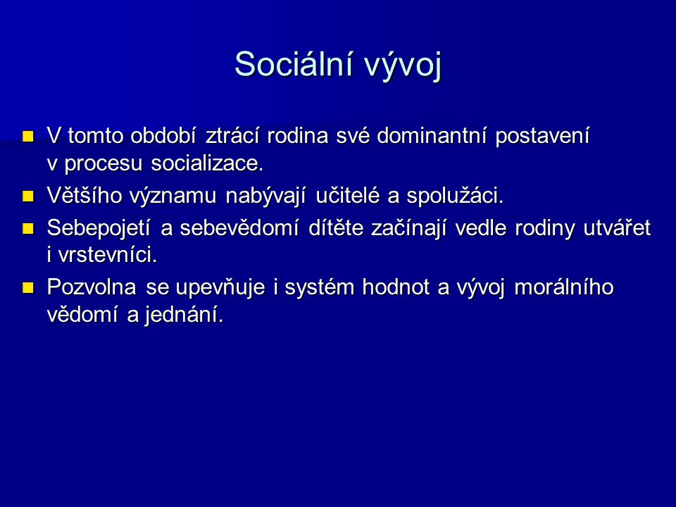 Sociální vývoj V tomto období ztrácí rodina své dominantní postavení v procesu socializace. V tomto období ztrácí rodina své dominantní postavení v pr