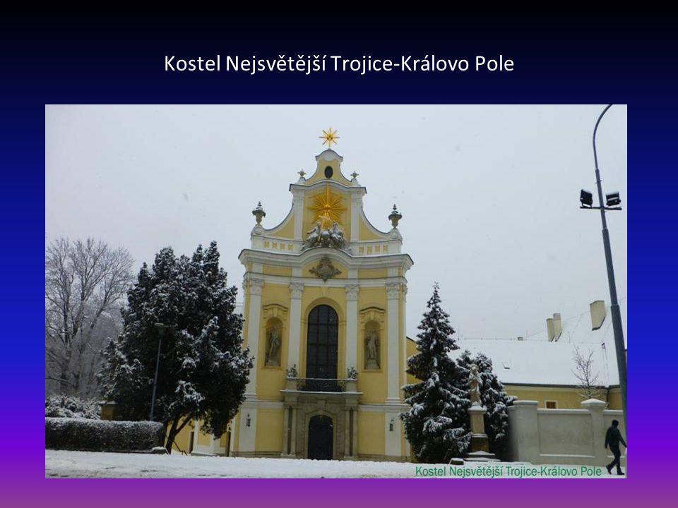 Reliéf patronů kostela Cyrila a Metoděje je na průčelí a jsou dílem Julia Pelikána