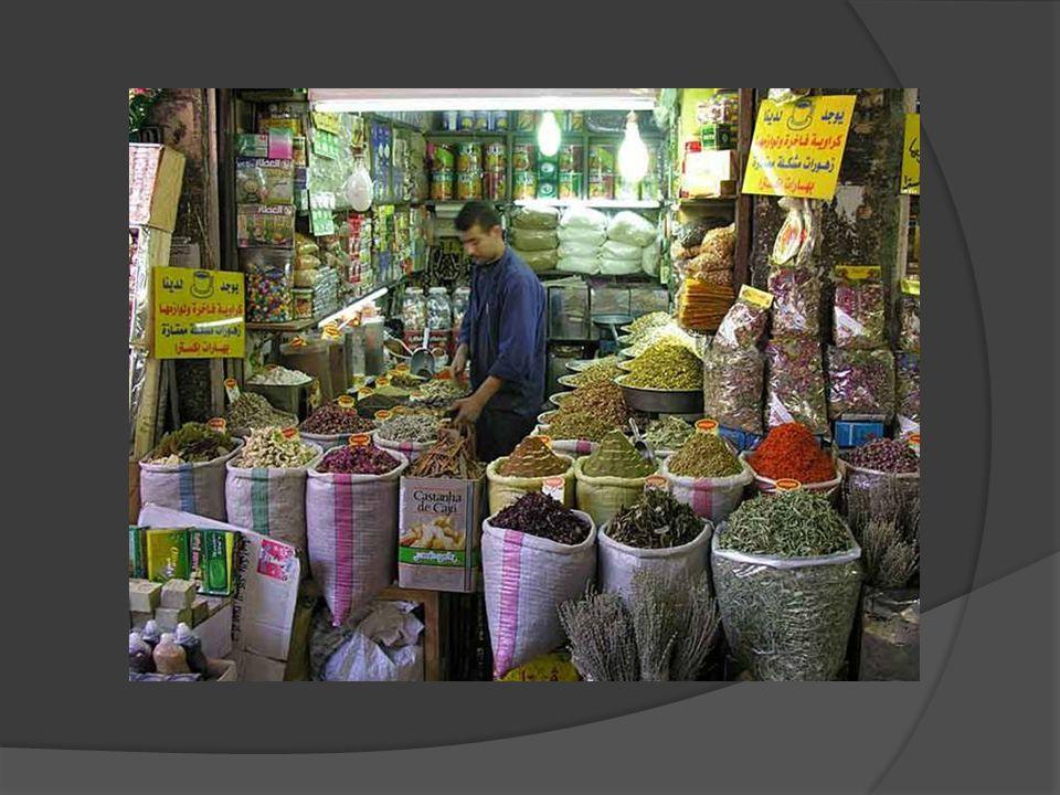Na trhu v Damašku lze koupit mnoho druhů exotického ovoce, zeleniny a koření