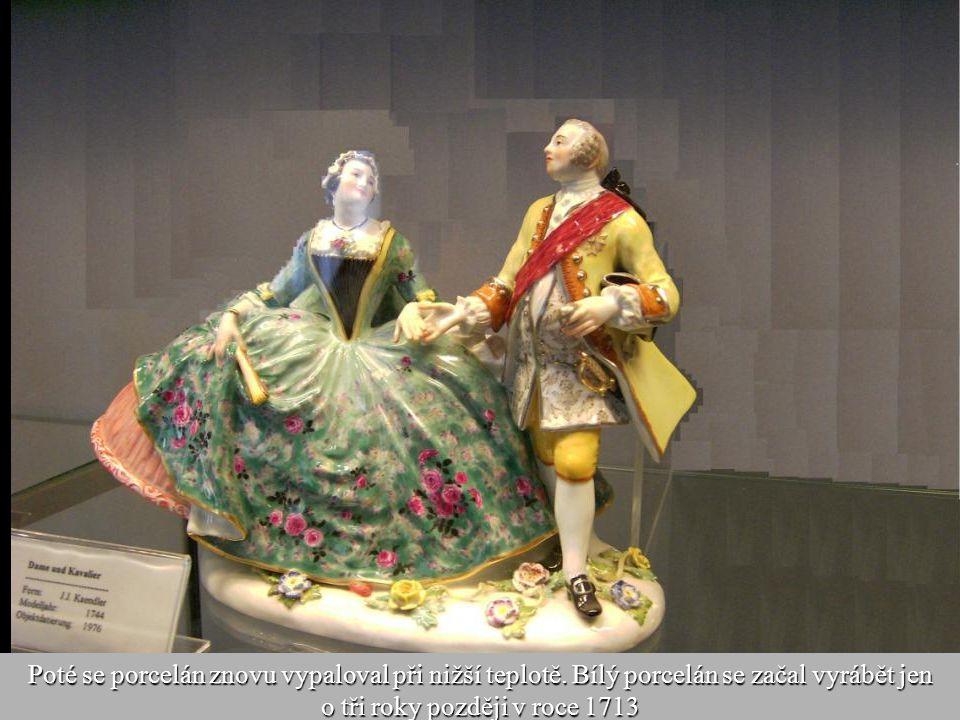19 Modely vycházely z barokních a čínských vzorů a byly bohatě zdobeny stříbrem a zlatem, které se nanášelo na porcelán ručně po prvním vypalování