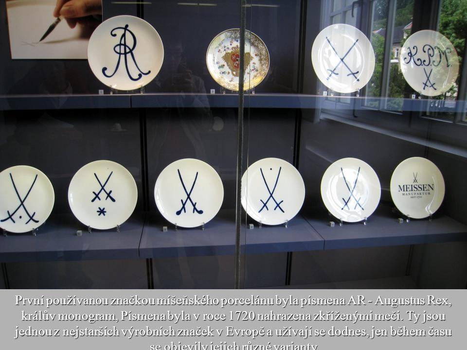 20 Poté se porcelán znovu vypaloval při nižší teplotě. Bílý porcelán se začal vyrábět jen o tři roky později v roce 1713