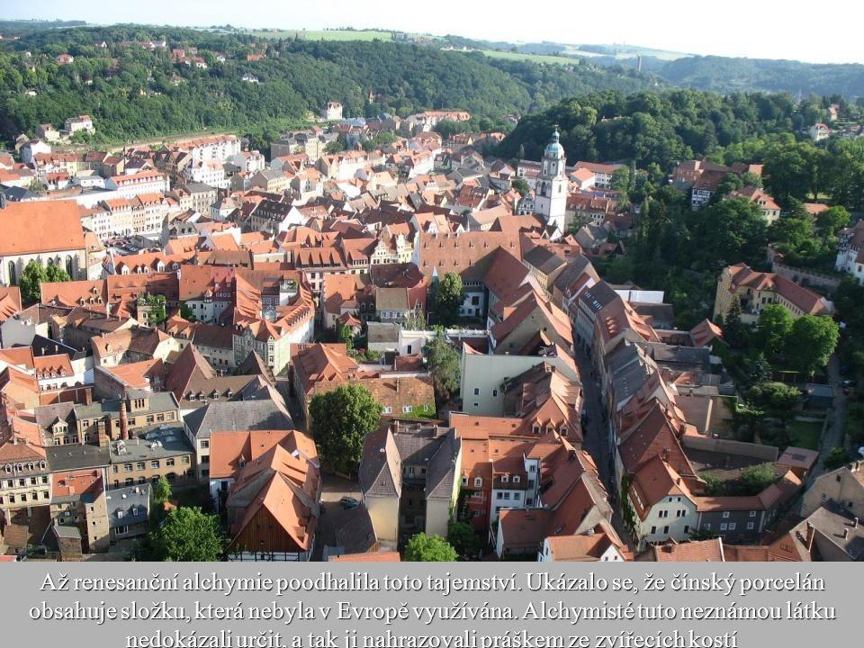 8 První evropský porcelán byl vyroben v Míšni v roce 1710. Výrobky ze zdejší manufaktury nebyly bílé, ale tmavohnědě a černě zabarvené. Neznali zde to
