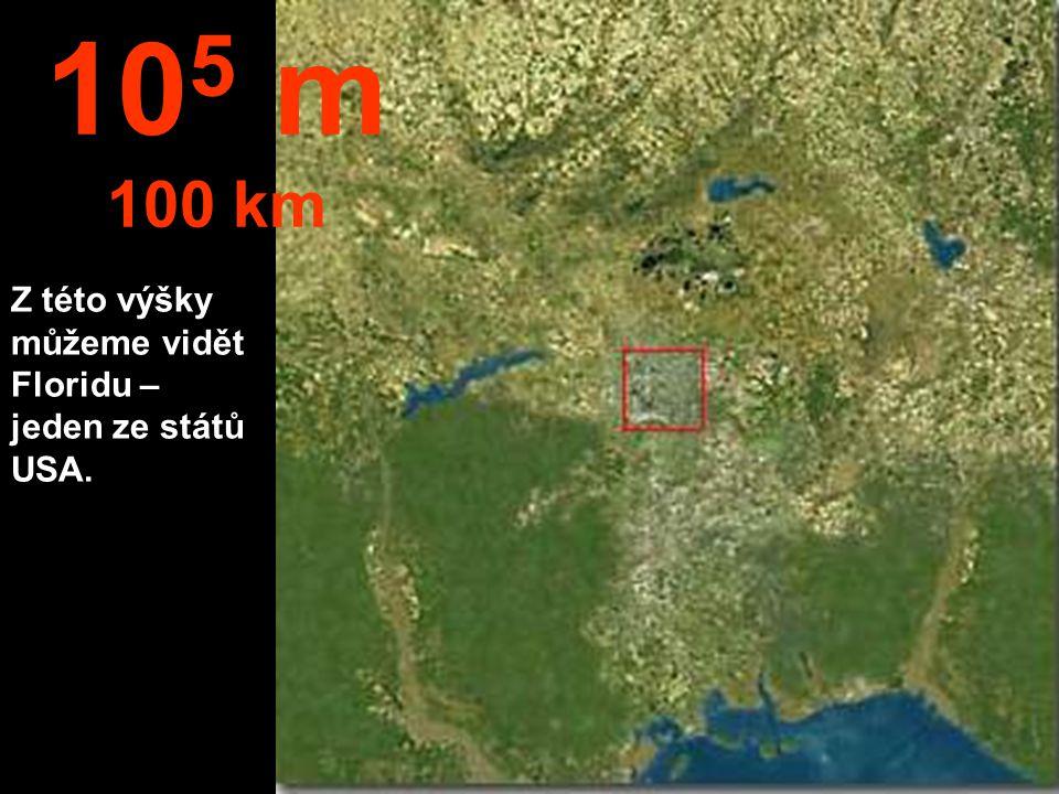Město vidíme, ale domy už nejsou k rozeznání. 10 4 m 10 km