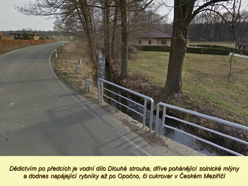 Mezi historické stavby obce patří zachovalý kamenný most přes Bělou