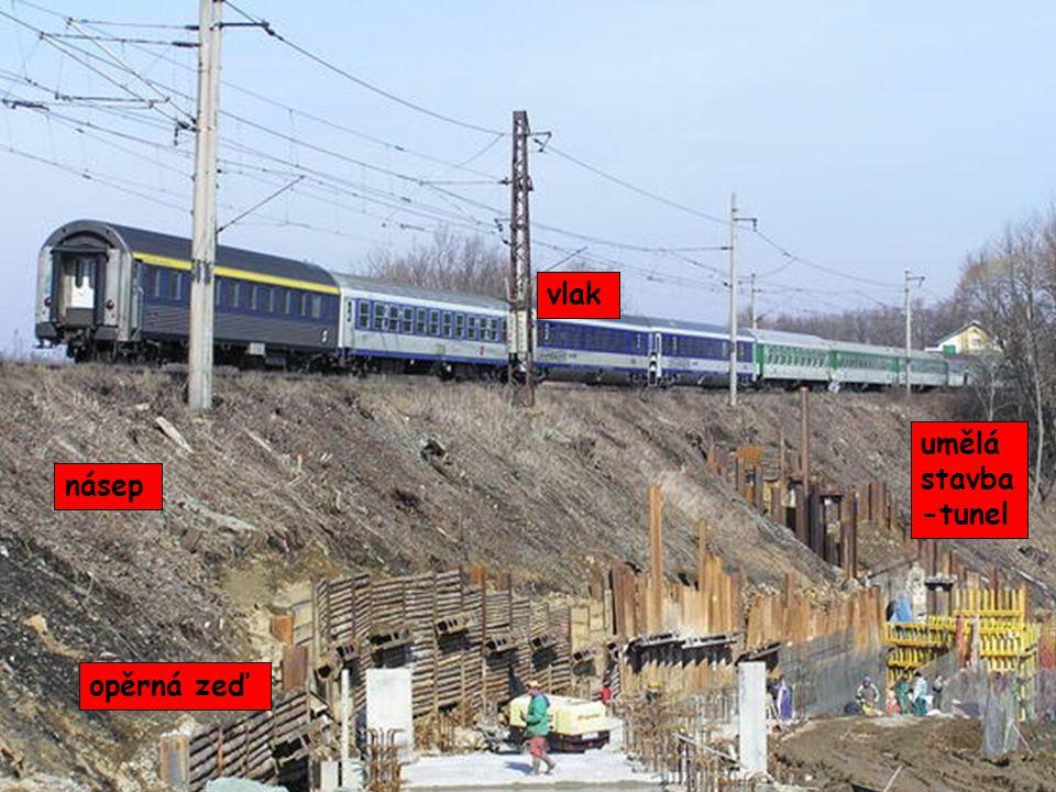 násep vlak umělá stavba -tunel opěrná zeď