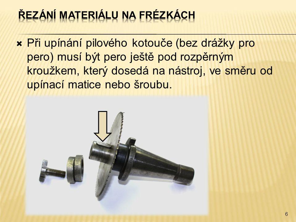 Při upínání pilového kotouče (bez drážky pro pero) musí být pero ještě pod rozpěrným kroužkem, který dosedá na nástroj, ve směru od upínací matice nebo šroubu.
