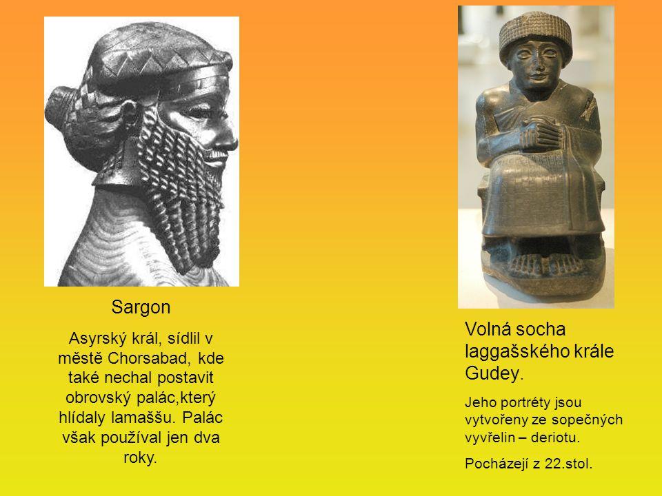 Volná socha laggašského krále Gudey. Jeho portréty jsou vytvořeny ze sopečných vyvřelin – deriotu. Pocházejí z 22.stol. Sargon Asyrský král, sídlil v
