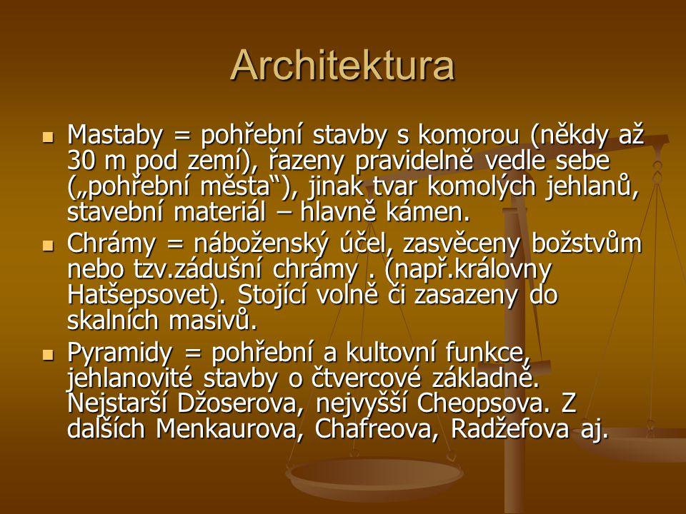 """Architektura Mastaby = pohřební stavby s komorou (někdy až 30 m pod zemí), řazeny pravidelně vedle sebe (""""pohřební města ), jinak tvar komolých jehlanů, stavební materiál – hlavně kámen."""