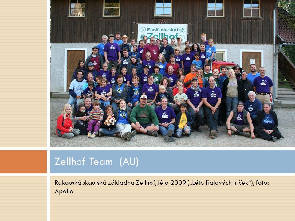 "Rakouská skautská základna Zellhof, léto 2009 (""Léto fialových triček""), foto: Apollo Zellhof Team (AU)"