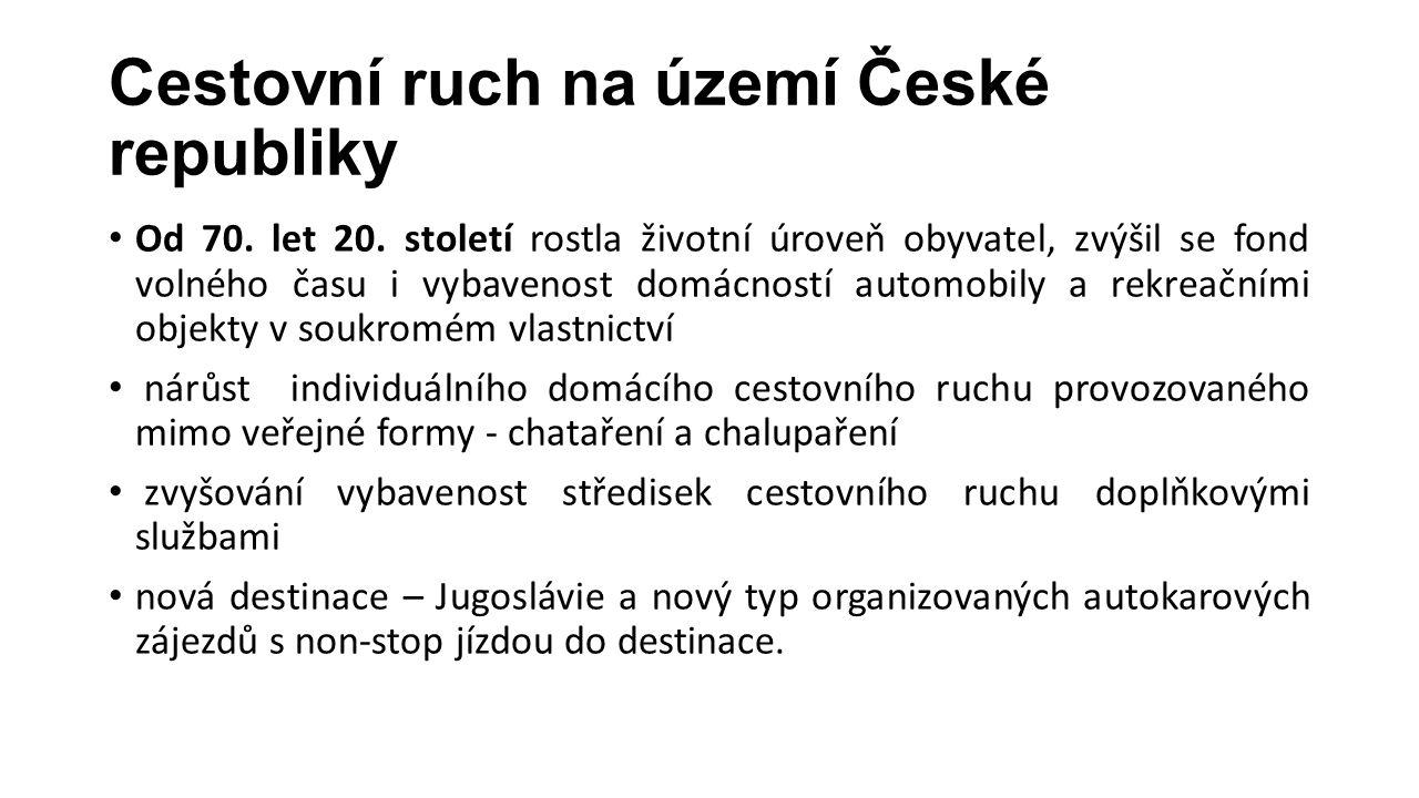 Cestovní ruch na území České republiky Od 70. let 20. století rostla životní úroveň obyvatel, zvýšil se fond volného času i vybavenost domácností auto