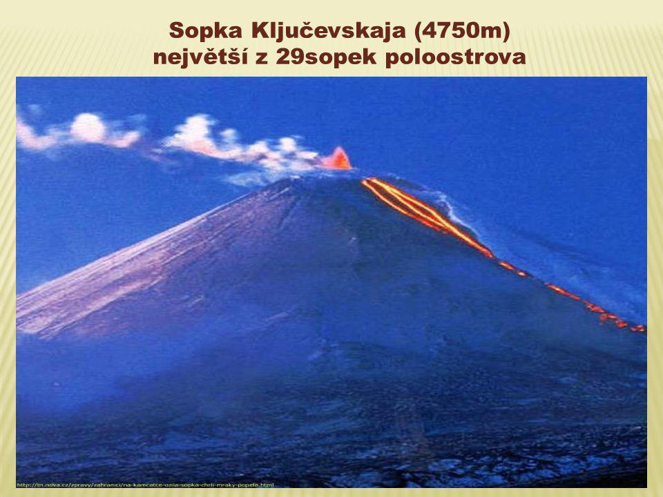 Sopka Ključevskaja (4750m) největší z 29sopek poloostrova