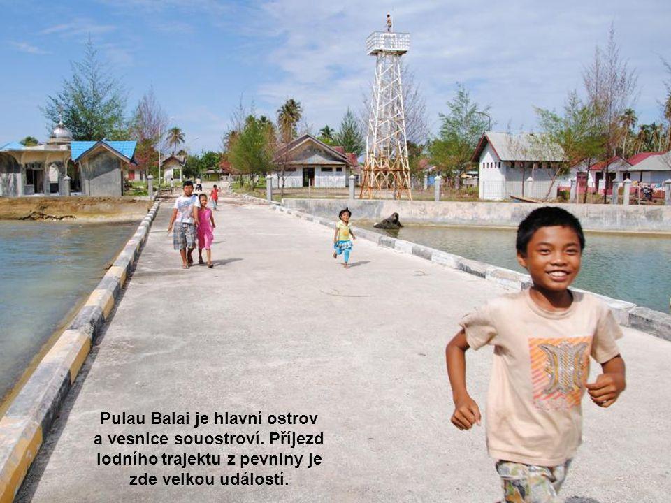 Pulau Balai je hlavní ostrov a vesnice souostroví.