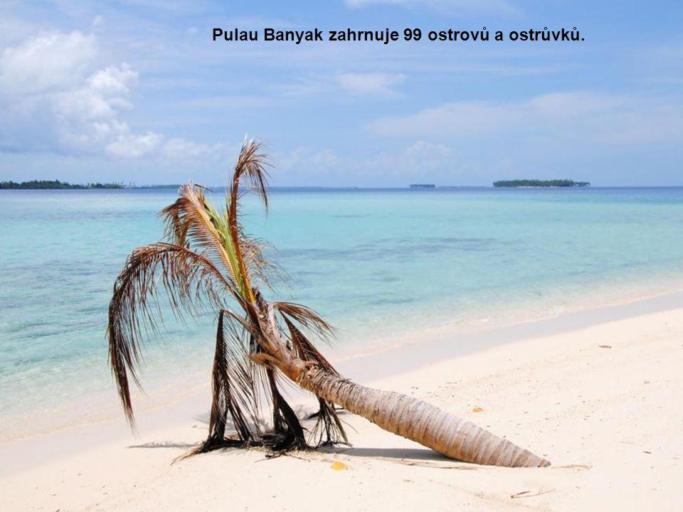 Pulau Banyak zahrnuje 99 ostrovů a ostrůvků.