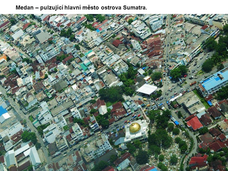 Medan – pulzující hlavní město ostrova Sumatra.
