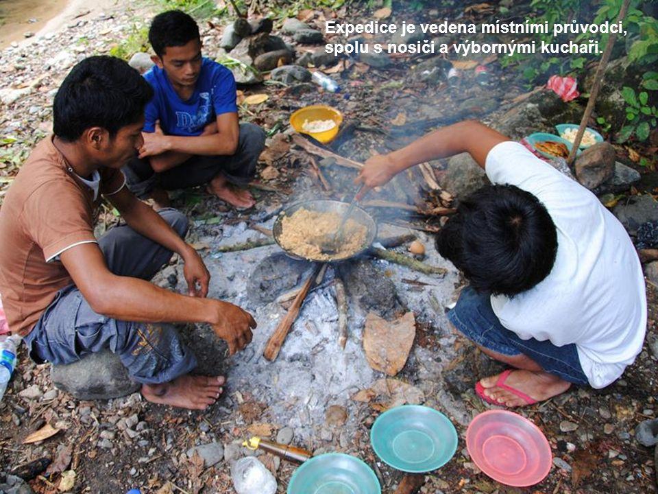 Expedice je vedena místními průvodci, spolu s nosiči a výbornými kuchaři.