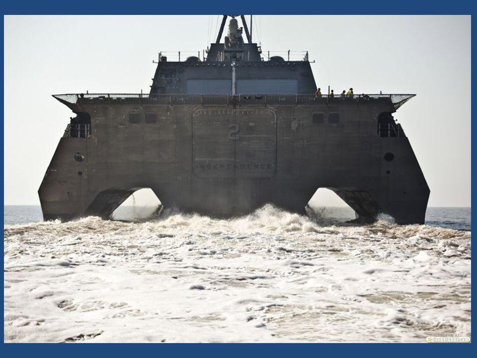 Loď Independence se dále pyšní velkými prostorami o celkovém objemu 11 000 m 3, což umožňuje naložit specializované kontejnery pro dvě mise najednou nebo přepravovat kolová obrněná vozidla Stryker.