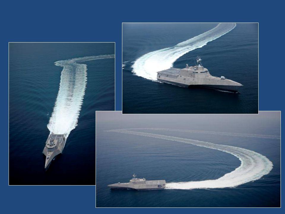 USS Independence (Nezávislost) LCS-2 s délkou 127 metrů a výtlakem 2784 tun, má odvážnější koncepci trimaranu.