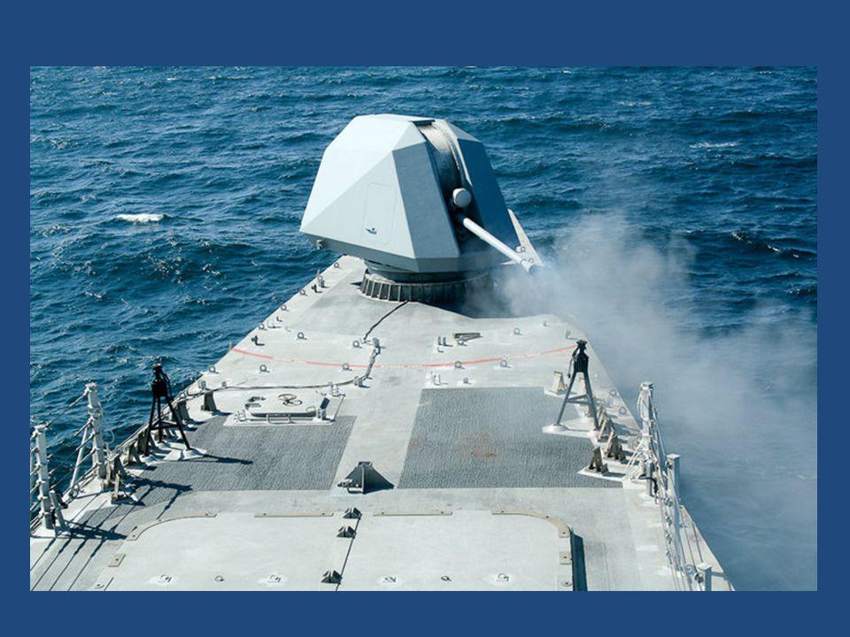 Na její palubě je kanón ráže 57 milimetrů schopný vypálit 220krát za minutu s dostřelem přes 14 kilometrů, dále čtyři kulomety ráže 12,7 milimetru a rakety Raytheon SeaRAM.